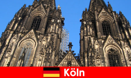 Німецькі сімейні відпочиваючі з дітьми люблять подорожувати до міста Кельн