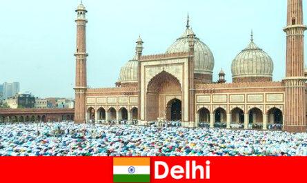 Делі Мегаполіс на півночі Індії характеризується всесвітньо відомими мусульманськими будівлями