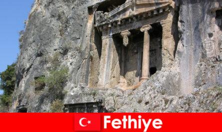 Фетхіє стародавнє місто біля моря з безліччю пам'ятників