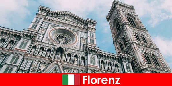 Флоренція з багатьма великими містами історія мистецтва приваблює відвідувачів з усього світу