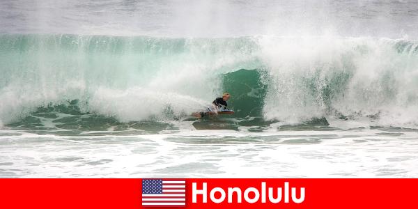Острів рай Гонолулу пропонує ідеальні хвилі для хобі ціоністів і професійних серферів