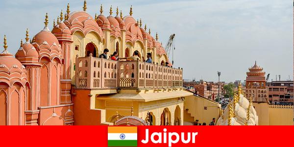 Вражаючі палаци і новітні моди знайти туристів в Джайпурі в Індії