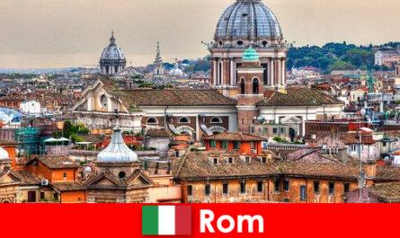 Рим космополітичний місто з безліччю церков і каплиць точка контакту для іноземців