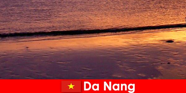 Дананг є прибережним містом в центрі В'єтнаму і популярний для своїх піщаних пляжів