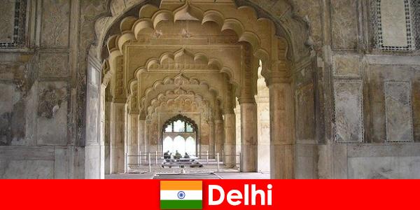 Незнайомці люблять культурні поїздки в Делі в Індії