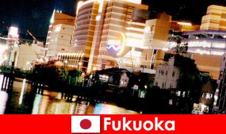 Фукуока численні нічні клуби, нічні клуби або ресторани є головним місцем зустрічі відпочиваючих