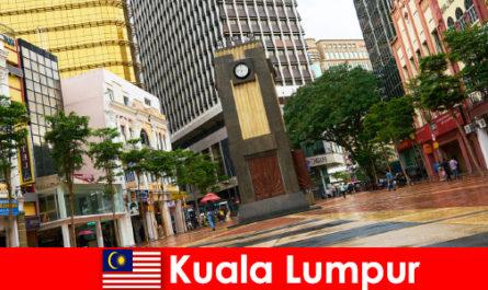 Культурно-економічний центр Куала-Лумпура найбільшого мегаполісу Малайзії