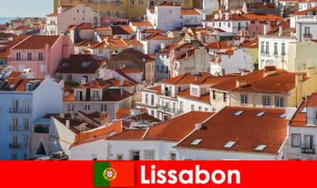 Лісабон прибережного міста найпопулярніше місце з пляжним сонцем і смачною їжею