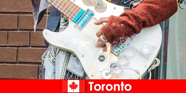 Незнайомці люблять Торонто за космополітизм для музичної сцени всіх культур