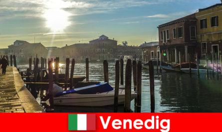 Відвідувачі відчувають історію Венеції на прогулянку впритул