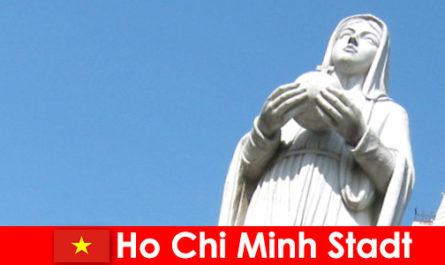 Економічний центр В'єтнаму Хошимін є місцем призначення для іноземців