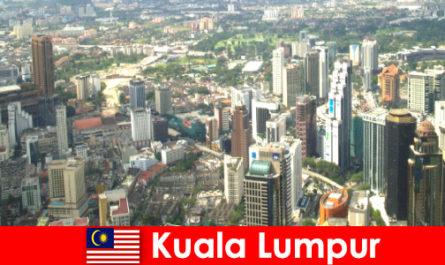 Куала-Лумпур в Малайзії Любителі Азії приїжджають сюди знову і знову