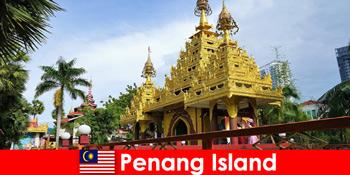 Досвід іноземних туристів у храмових комплексах острова Пенанг