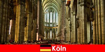Паломництво для незнайомців до трьох святих царів у Кельнському соборі