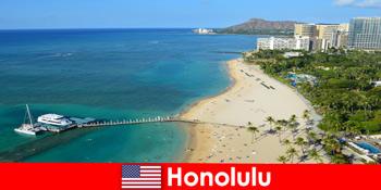 Типовим місцем для відпочинку туристів на морі є Гонолулу США