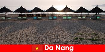Розкішні курорти на красивих піщаних пляжах для відпочиваючих в Да Нанг В'єтнам