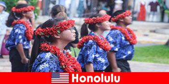 Іноземні гості люблять культурний обмін з місцевими жителями в Гонолулу США