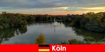 Природа тури по лісових горах і озерах в природних парках Кельн Німеччини