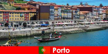 Міська перерва для відвідувачів Порту Португалія з чарівними барами і місцевими ресторанами