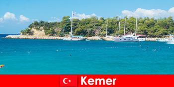 Екскурсія на човнах і гарячі вечірки для молодих відпочиваючих в Кемері Туреччини