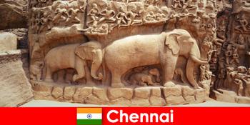 Іноземці з ентузіазмом ставляться до традиційних культурних будівель в Ченнаї Індії