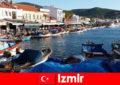 Активні мандрівники подорожують між містом і пляжем в Ізмірі Туреччина