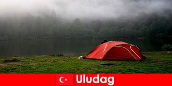 Кемпінг з сім'єю в лісах Туреччини Улудаг