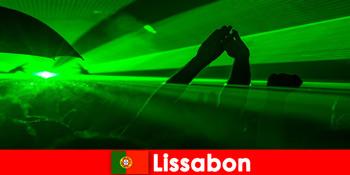 Популярні дискотеки на пляжі для юних туристів в Лісабоні Португалія