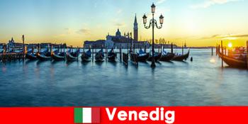 Романтичний медовий місяць для пар до плавучого міста Венеція Італія