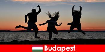Будапешт Угорщина для молодих туристів з музикою і дешевими напоями в барах і клубах