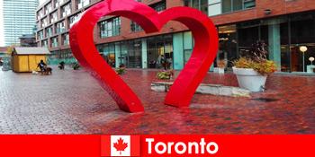 Торонто Канада як барвистий досвід міста іноземних гостей як багатокультурний мегаполіс