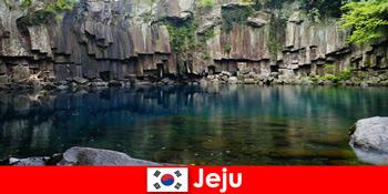 Екзотичні поїздці на великі відстані до красивого вулканічного ландшафту Чеджу Південна Корея