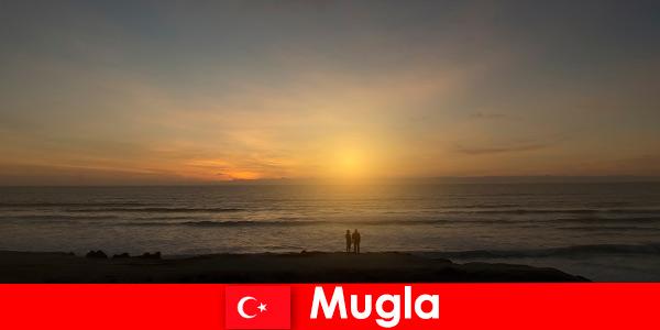 Літня подорож в Мугла Туреччина з мальовничими затоками для закоханих туристів