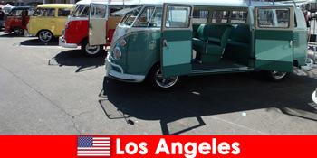 Іноземці орендують дешеві автомобілі в Лос-Анджелесі США для екскурсій