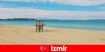 Відпочиваючі зачаровані пляжами в Ізмірі Туреччини