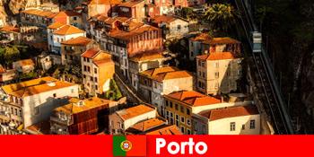 Прогулянка вихідного дня по Старому місту Порту Португалії