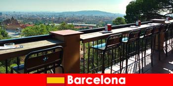 Чисте велике місто чуття для відвідувачів Барселони Іспанія з барами, ресторанами і арт-сцена
