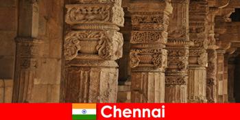 Іноземці відвідують Індію Ченнаї, щоб побачити чудові барвисті храми