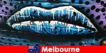 Мандрівники милуються всесвітньо відомим вуличним мистецтвом Мельбурна Австралія